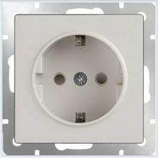 Розетка с заземлением и шторками (белая) Werkel WL01-SKGS-01-IP44
