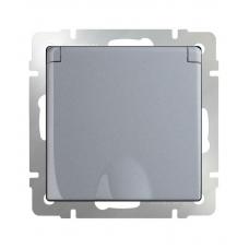 Розетка влагозащитная с заземлением с защитной крышкой и шторками (серебряный) Werkel WL06-SKGSC-01-IP44